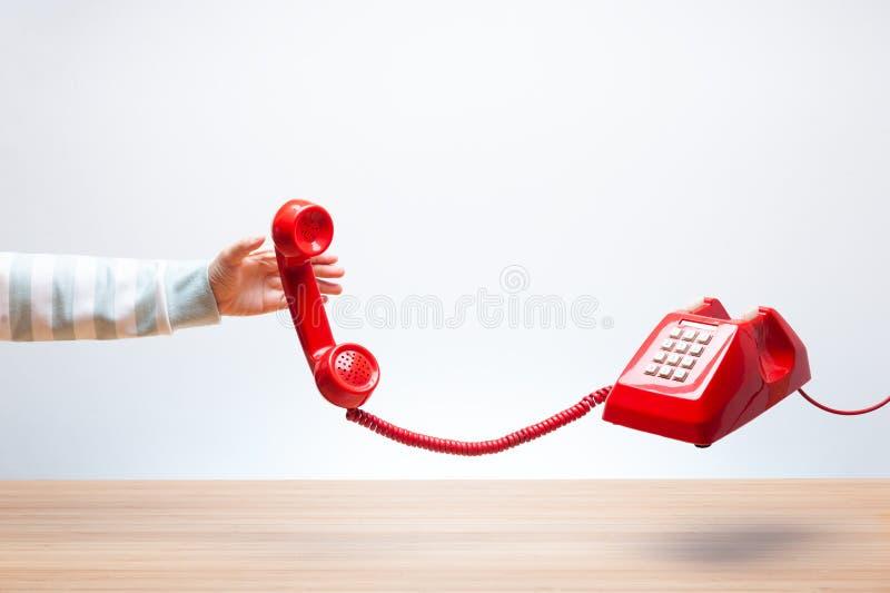 Κλασικό κόκκινο ακουστικό τηλεφώνου στοκ εικόνες με δικαίωμα ελεύθερης χρήσης