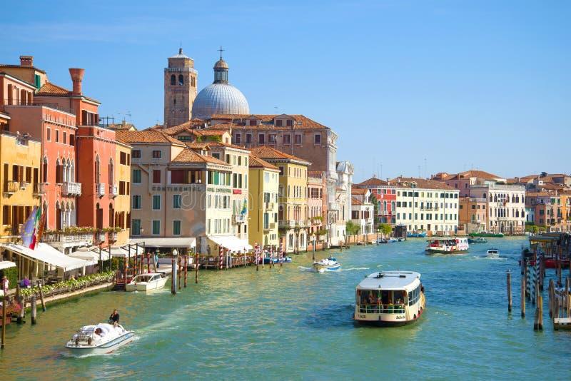 Κλασικό μεγάλο τοπίο καναλιών σε ένα ηλιόλουστο απόγευμα, Βενετία στοκ φωτογραφία