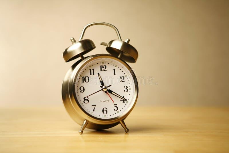 κλασικό ρολόι συναγερμώ&nu στοκ εικόνα