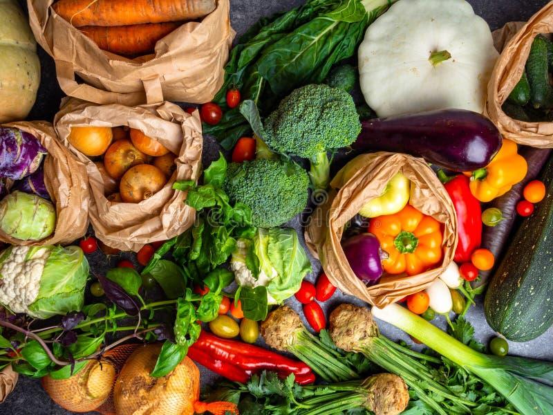 κλείσιμο βιοτροφίμου Φυτικά προϊόντα κήπου και συγκομιδή Νωπά λαχανικά στοκ εικόνα