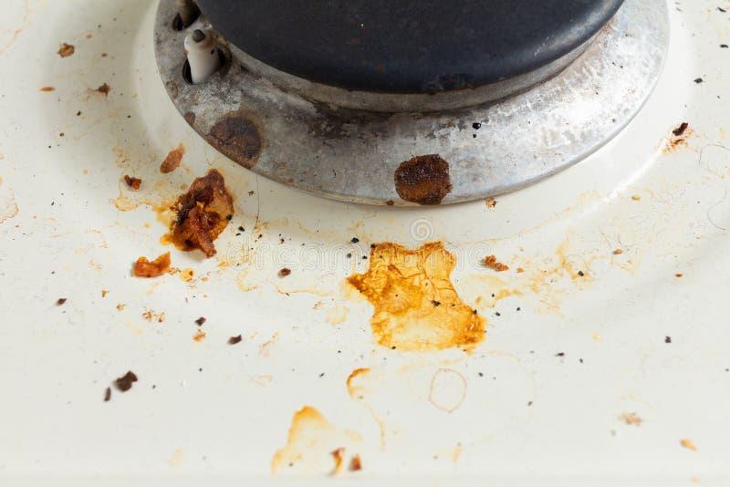 Κλείσιμο βρώμικης καμίνου αερίου αιθάλη και λίπος στην μεταλλική επιφάνεια στοκ εικόνα με δικαίωμα ελεύθερης χρήσης