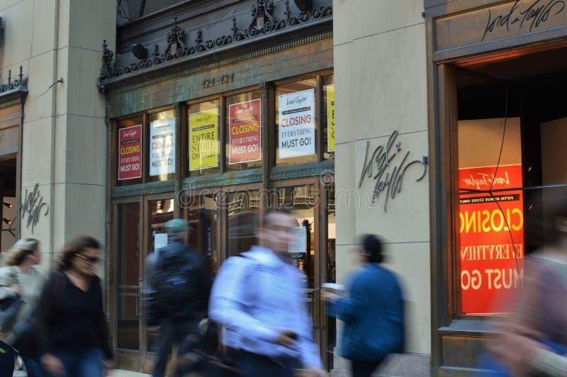 Κλείσιμο καταστημάτων αγορών ναυαρχίδων Λόρδου Taylor Νέα Υόρκη πόλη έξω των επιχειρησιακών σημαδιών στοκ εικόνες