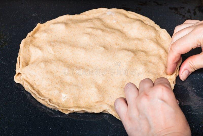 κλείσιμο της ακατέργαστης γεμισμένης πίτας στοκ φωτογραφία
