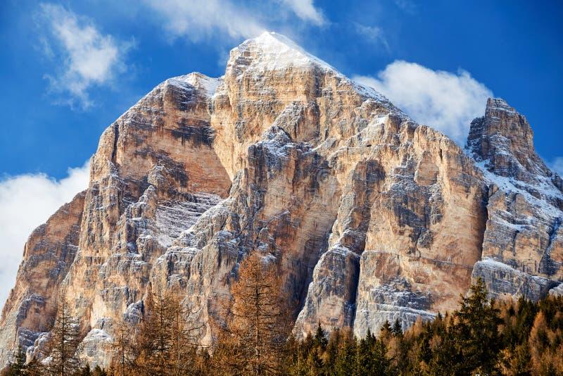 """Κλείστε αυξημένος βουνών Cortina δ των """"Ampezzo στοκ εικόνα"""