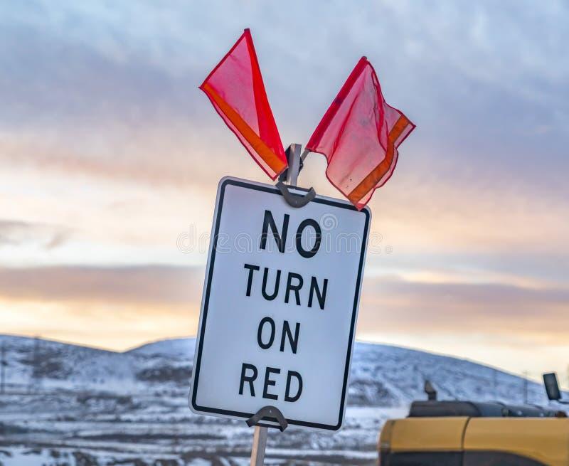 Κλείστε επάνω ενός κόκκινου σημαδιού αριθ. Turn On με τις κόκκινες σημαίες στην κορυφή στοκ φωτογραφίες με δικαίωμα ελεύθερης χρήσης