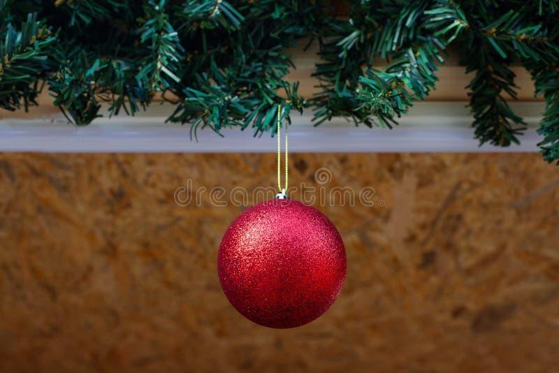 Κλείστε επάνω μιας κόκκινης διακόσμησης Χριστουγέννων glittery στοκ φωτογραφία