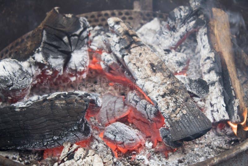 Κλείστε επάνω μιας πυρκαγιάς στρατόπεδων στοκ εικόνες με δικαίωμα ελεύθερης χρήσης