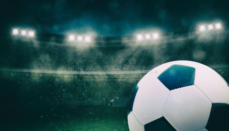 Κλείστε επάνω μιας σφαίρας ποδοσφαίρου στο στάδιο κατά τη διάρκεια μιας αντιστοιχίας νύχτας στοκ εικόνες με δικαίωμα ελεύθερης χρήσης