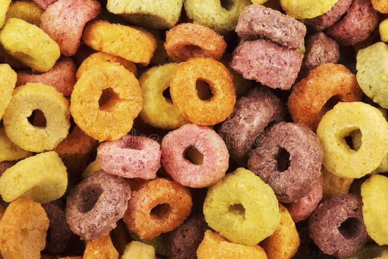 Κλείστε επάνω στους εύγευστους βρόχους δημητριακών φρούτων flavorful στοκ εικόνες