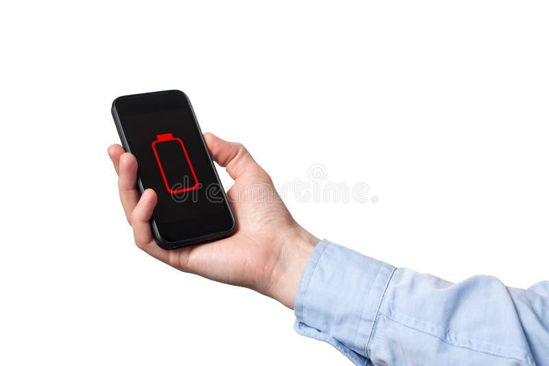 Κλείστε επάνω τα χέρια ατόμων χρησιμοποιώντας την έξυπνη τηλεφωνική μπαταρία χαμηλή φορτισμένη οθόνη μπαταριών E στοκ φωτογραφία με δικαίωμα ελεύθερης χρήσης
