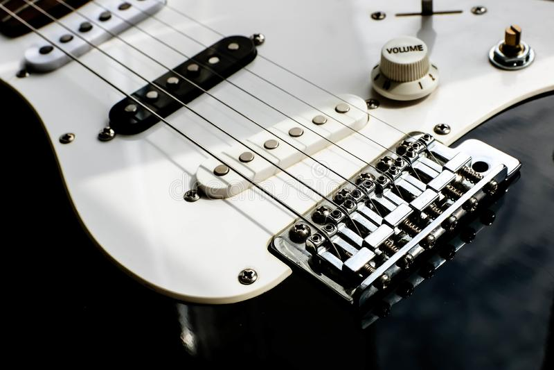 Κλείστε επάνω την άποψη ηλεκτρονικού του quitar βράχου Γραπτός quitar Μουσική έννοια στοκ φωτογραφίες με δικαίωμα ελεύθερης χρήσης