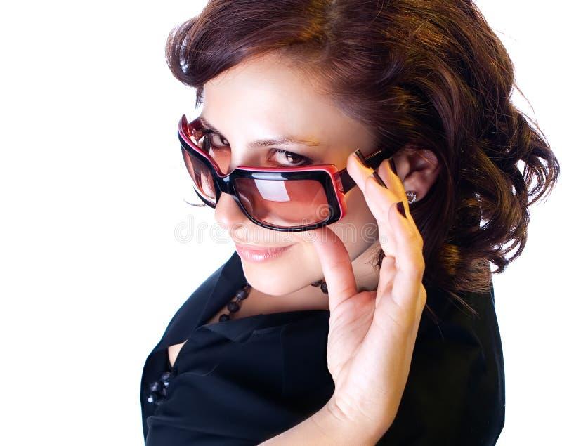 Download Κλείστε επάνω την κομψή γυναίκα με τα γυαλιά ηλίου Στοκ Εικόνα - εικόνα από έκφραση, μόδα: 13190207