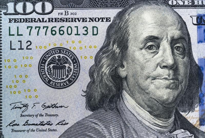 Κλείστε επάνω την υπερυψωμένη άποψη του προσώπου του Benjamin Franklin στο λογαριασμό 100 αμερικανικών δολαρίων ΗΠΑ κινηματογράφη στοκ εικόνα με δικαίωμα ελεύθερης χρήσης