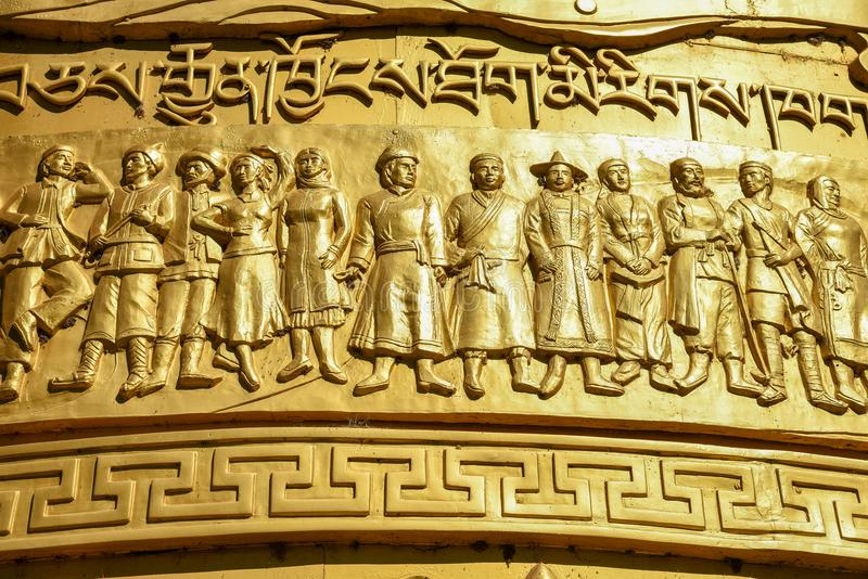 Κλείστε επάνω της γιγαντιαίας ρόδας προσευχής στο θιβετιανό βουδιστικό ναό στοκ εικόνα με δικαίωμα ελεύθερης χρήσης