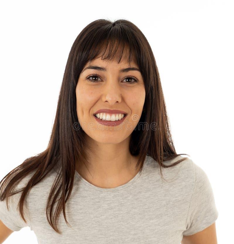 Κλείστε επάνω της νέας ελκυστικής εύθυμης γυναίκας με το ευτυχές πρόσωπο χαμόγελου r στοκ εικόνες