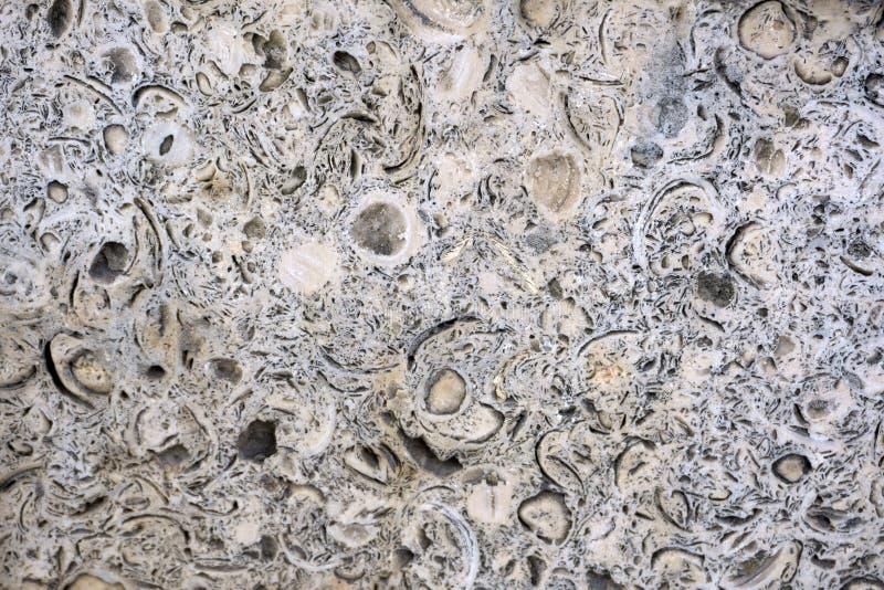 Κλείστε επάνω τη σύσταση υποβάθρου των τεμνόντων στρωμάτων της ξεπερασμένης διάβρωσης απότομων βράχων γρανίτη είναι ένας μακροπρό στοκ εικόνα με δικαίωμα ελεύθερης χρήσης