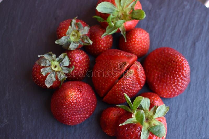 Κλείστε επάνω τη τοπ άποψη των φρούτων φραουλών στοκ εικόνα