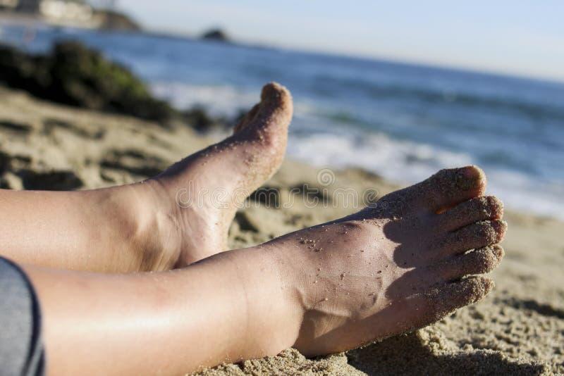Κλείστε επάνω τη φωτογραφία των αμμωδών ποδιών στοκ εικόνα