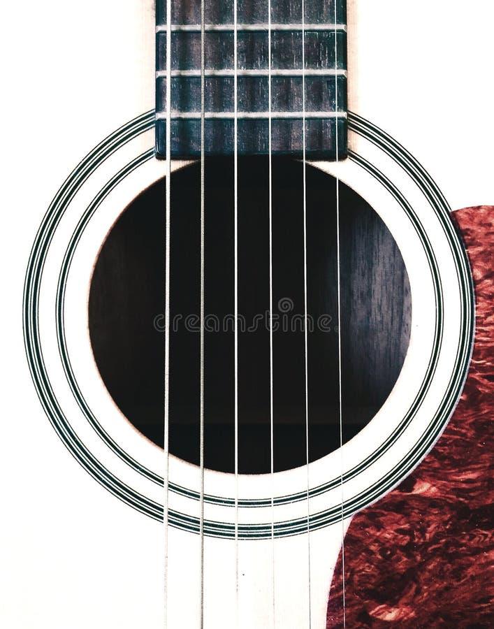 Κλείστε επάνω τις ακουστικές σειρές κιθάρων στοκ εικόνα