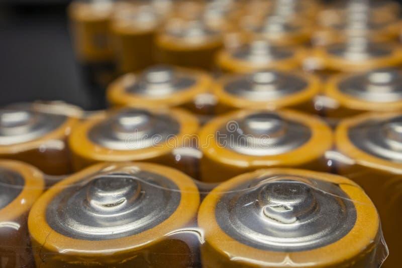 Κλείστε επάνω τις μπαταρίες για τις ηλεκτρονικές συσκευές στοκ εικόνα με δικαίωμα ελεύθερης χρήσης