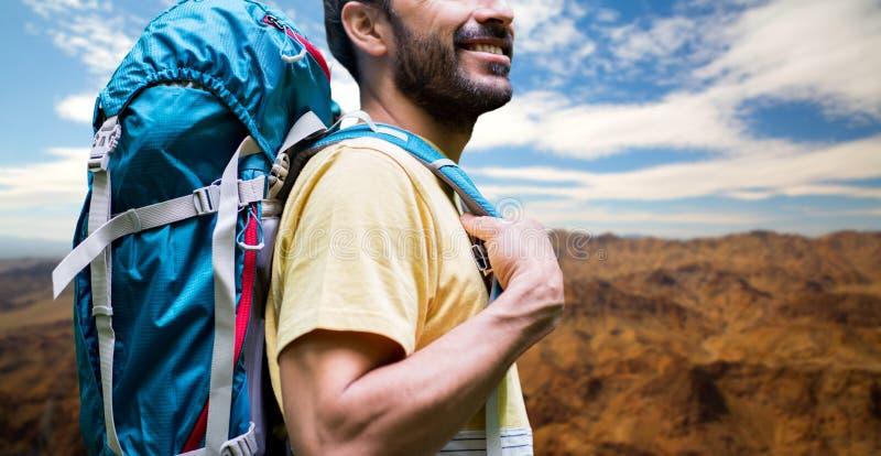 Κλείστε επάνω του ατόμου με το σακίδιο πλάτης πέρα από το μεγάλο φαράγγι στοκ φωτογραφίες με δικαίωμα ελεύθερης χρήσης