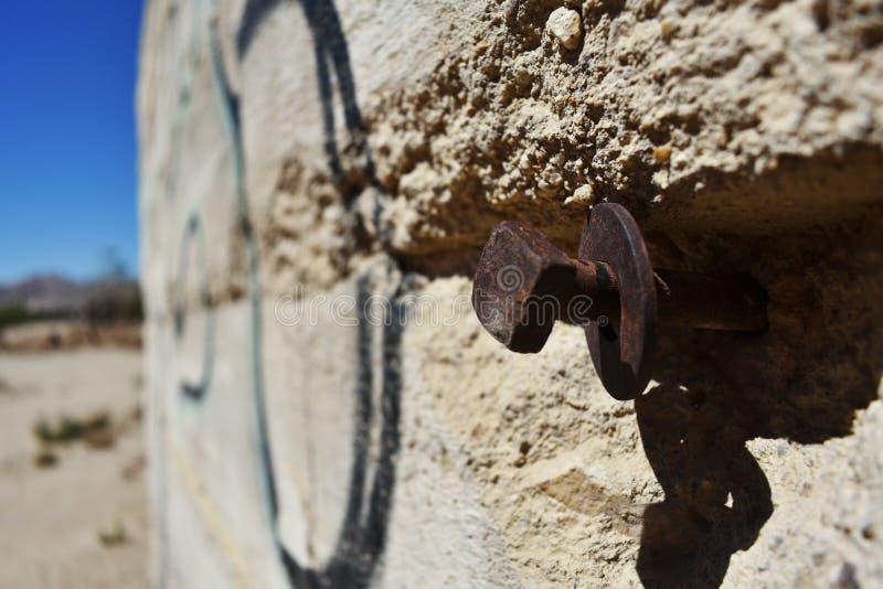 Κλείστε επάνω του κτηρίου πετρών στην έρημο στοκ εικόνα