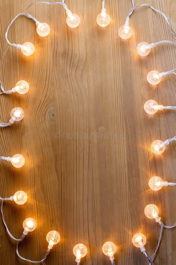 Κλείστε επάνω του πλαισίου φω'των Χριστουγέννων στο ξύλινο υπόβαθρο διάστημα αντιγράφων στοκ φωτογραφίες με δικαίωμα ελεύθερης χρήσης