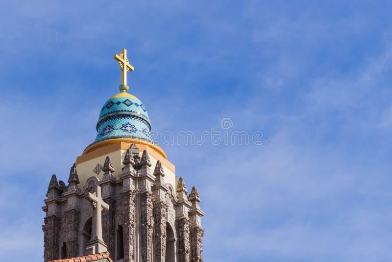 Κλείστε επάνω του πύργου κουδουνιών της καθολικής εκκλησίας Αγίου Cecilia, Σαν Φρανσίσκο, Καλιφόρνια στοκ φωτογραφία
