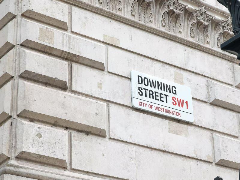 Κλείστε επάνω του σημαδιού στο κατέβασμα της οδού, Λονδίνο στοκ εικόνες με δικαίωμα ελεύθερης χρήσης