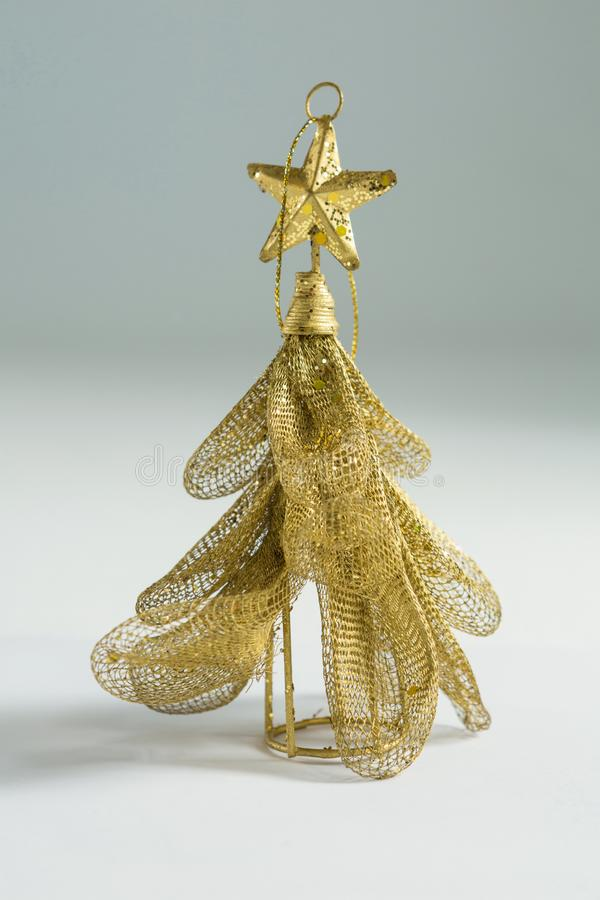 Κλείστε επάνω του χρυσού χριστουγεννιάτικου δέντρου στοκ εικόνα με δικαίωμα ελεύθερης χρήσης