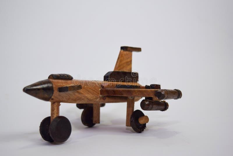 Κλείστε επάνω το εκλεκτής ποιότητας ξύλινο παιχνίδι αεροπλάνων που γίνεται από το μπαμπού o στοκ φωτογραφία με δικαίωμα ελεύθερης χρήσης