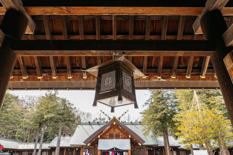 Κλείστε επάνω το λαμπτήρα στην πύλη εισόδων της λάρνακας Hokkaido Jingu του Hokkaido το χειμώνα σε Sapporo Hokkaido, Ιαπωνία στοκ φωτογραφία με δικαίωμα ελεύθερης χρήσης