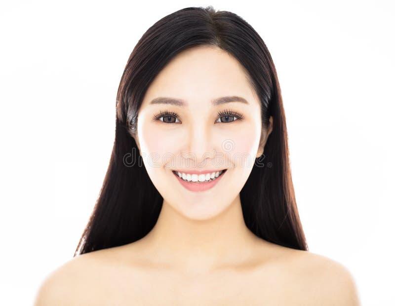 Κλείστε επάνω το νέο πρόσωπο ομορφιάς χαμόγελου στοκ εικόνες με δικαίωμα ελεύθερης χρήσης