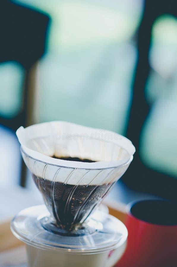 Κλείστε επάνω το στάλαγμα καφέ Ακόμα φωτογραφία ζωής, εξάρτηση για την παραγωγή στοκ εικόνες
