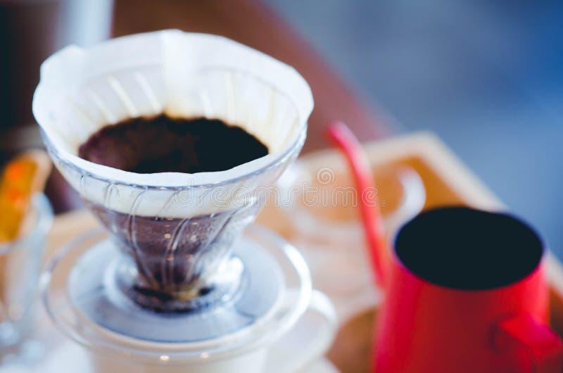Κλείστε επάνω το στάλαγμα καφέ Ακόμα φωτογραφία ζωής, εξάρτηση για την παραγωγή στοκ εικόνα