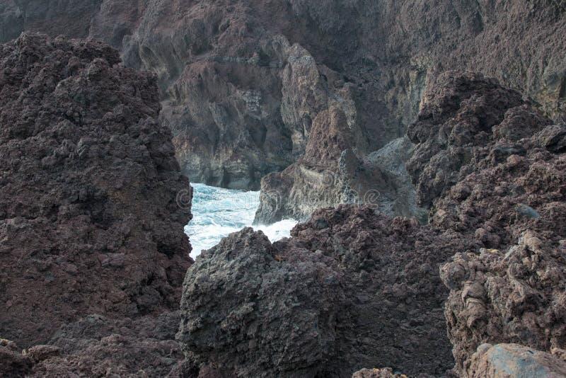 Κλείστε επάνω των απότομων βράχων στοκ φωτογραφία