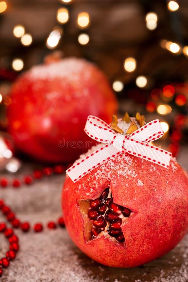 Κλείστε επάνω των διακοσμημένων ροδιών - έννοια Χριστουγέννων στοκ φωτογραφίες