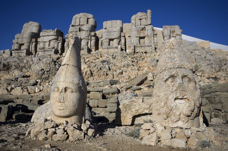 Κλείστε επάνω των καταστροφών Nemrut βουνών στοκ εικόνες