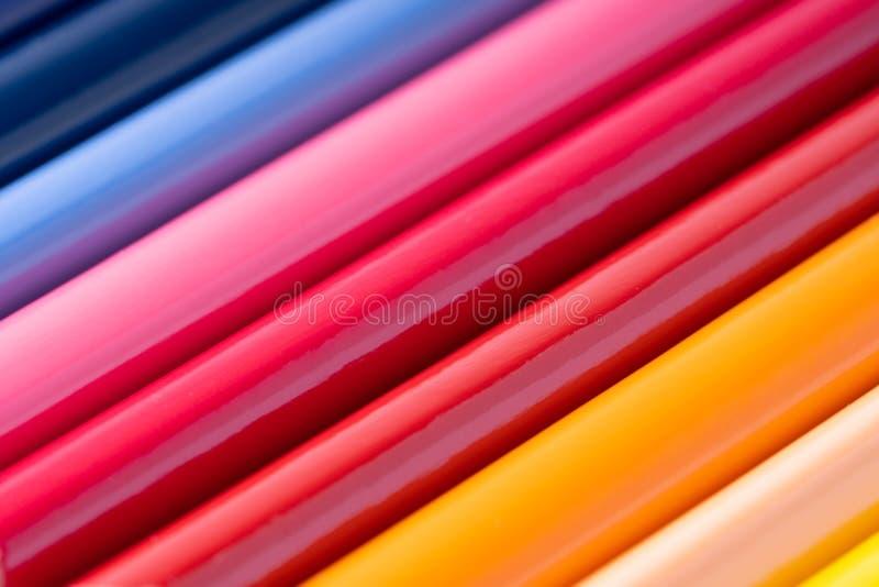 κλείστε επάνω των μολυβιών χρώματος στο άσπρο υπόβαθρο στοκ φωτογραφίες με δικαίωμα ελεύθερης χρήσης