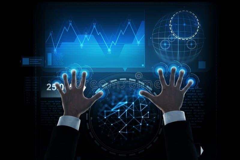 Κλείστε επάνω των χεριών επιχειρηματιών με την εικονική οθόνη στοκ εικόνες