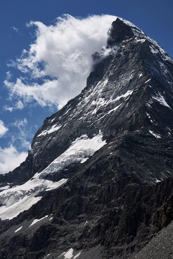 Κλείστε το βλέμμα στην κορυφή του βουνού matterhorn που καλύπτεται από τα σ στοκ φωτογραφία με δικαίωμα ελεύθερης χρήσης