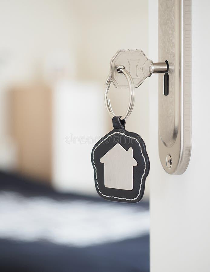 Κλειδί σπιτιών σε μια κλειδαριά στοκ φωτογραφία