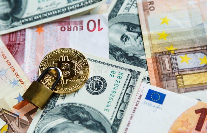 Κλειδαριά στα bitcoins στο πραγματικό υπόβαθρο χρημάτων Ασφάλεια Διαδικτύου, κίνδυνος, επένδυση, επιχείρηση στοκ φωτογραφίες με δικαίωμα ελεύθερης χρήσης