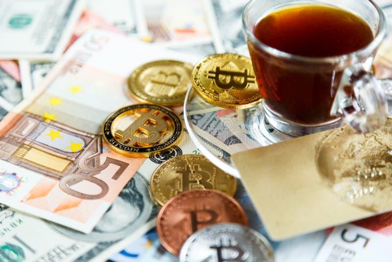 Κλειδαριά στα bitcoins στο πραγματικό υπόβαθρο χρημάτων Ασφάλεια Διαδικτύου, κίνδυνος, επένδυση, επιχείρηση στοκ εικόνες με δικαίωμα ελεύθερης χρήσης
