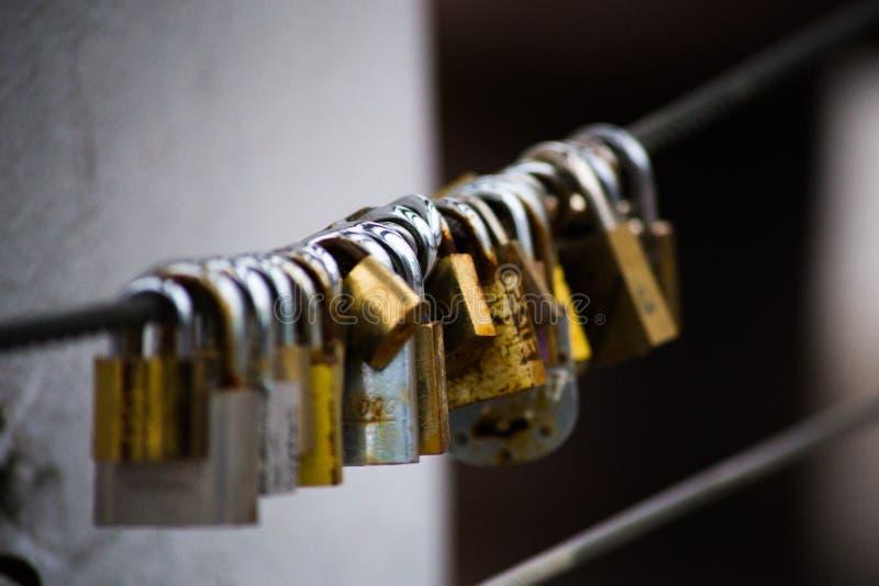 Κλειδαριές αγάπης σε Puerto Madero, Μπουένος Άιρες, Αργεντινή στοκ εικόνα