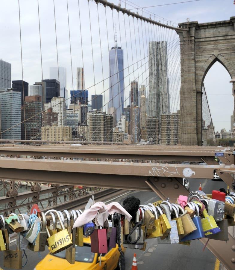 Κλειδαριές αγάπης στη γέφυρα του Μπρούκλιν στοκ εικόνα