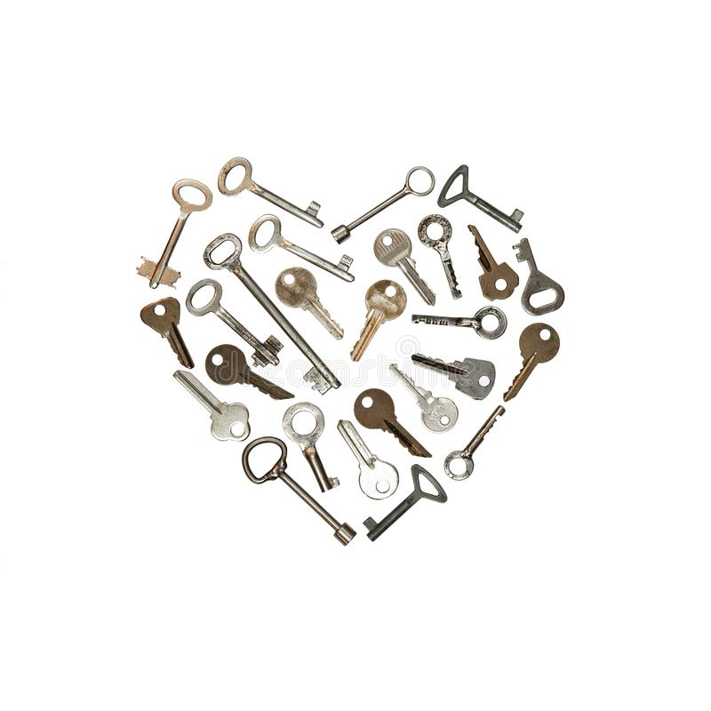 Κλειδιά μετάλλων στην άσπρη μορφή καρδιών Εννοιολογική φωτογραφία Το κλειδί είναι από την καρδιά στοκ εικόνα με δικαίωμα ελεύθερης χρήσης