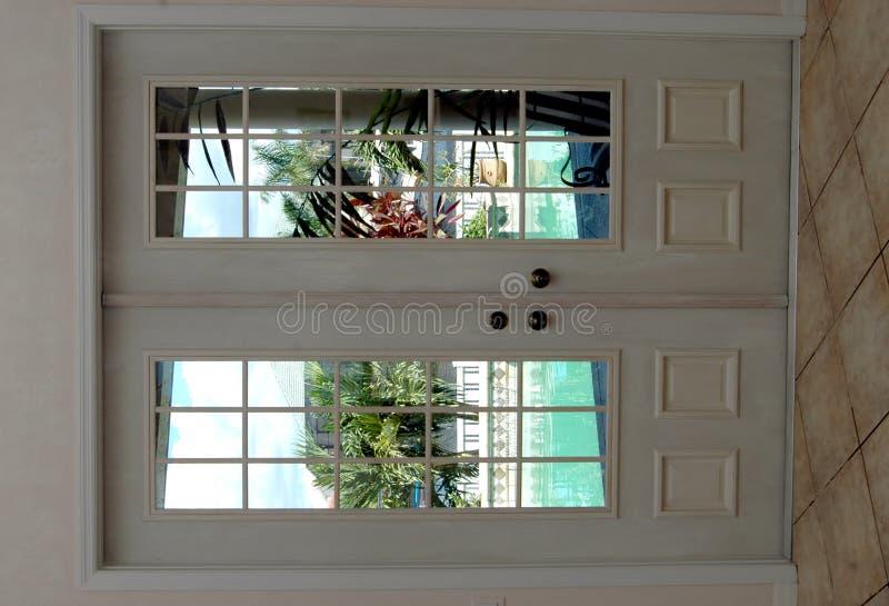 κλειστές πόρτες γαλλικά στοκ εικόνα με δικαίωμα ελεύθερης χρήσης