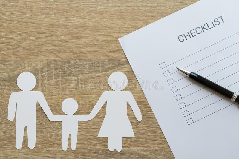 Κλειστός επάνω του πίνακα ελέγχου με την ετήσια υγεία της οικογένειας - για να κάνει τον κατάλογο στοκ φωτογραφία με δικαίωμα ελεύθερης χρήσης