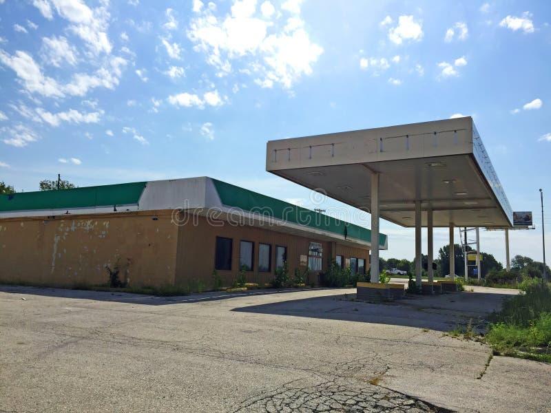 Κλειστό βενζινάδικο 01 πράσινων άσπρο και μαυρίσματος στοκ εικόνες